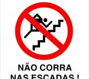 Placa não corra nas escadas. Tam.20 x 30 cm.
